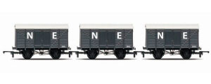 R6831 - Hornby RailRoad Triple Pack - Box Vans